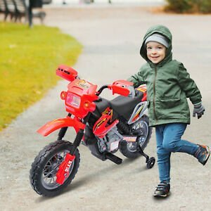 pequeño con moto electrica