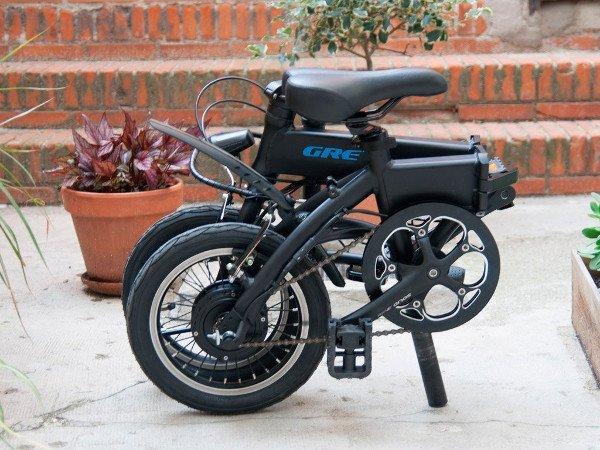 bicicleta eléctrica plegable negra