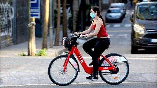 mascarilla en bicicleta