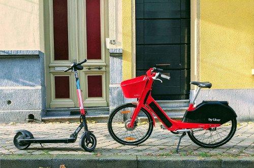 patinetes electricos vs bicicletas electricas en la calle