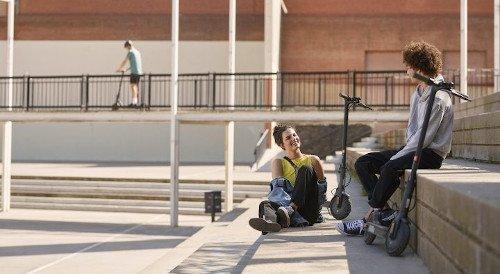 Xiaomi-Mi-Electric-Scooter-Essential-lite-parque-chicos