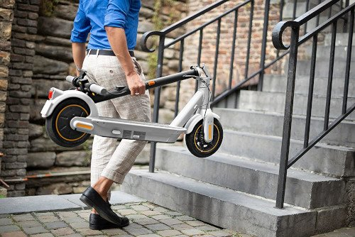 Ninebot KickScooter MAX G30LE II escaleras plegado