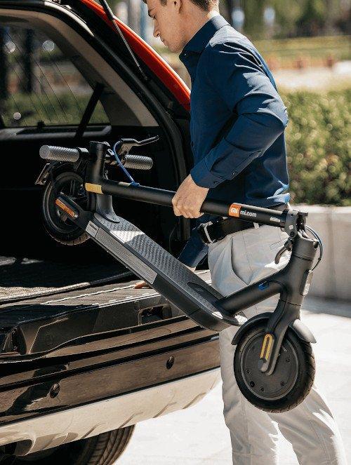 mi-electric-scooter-3-negro-plegado-coche